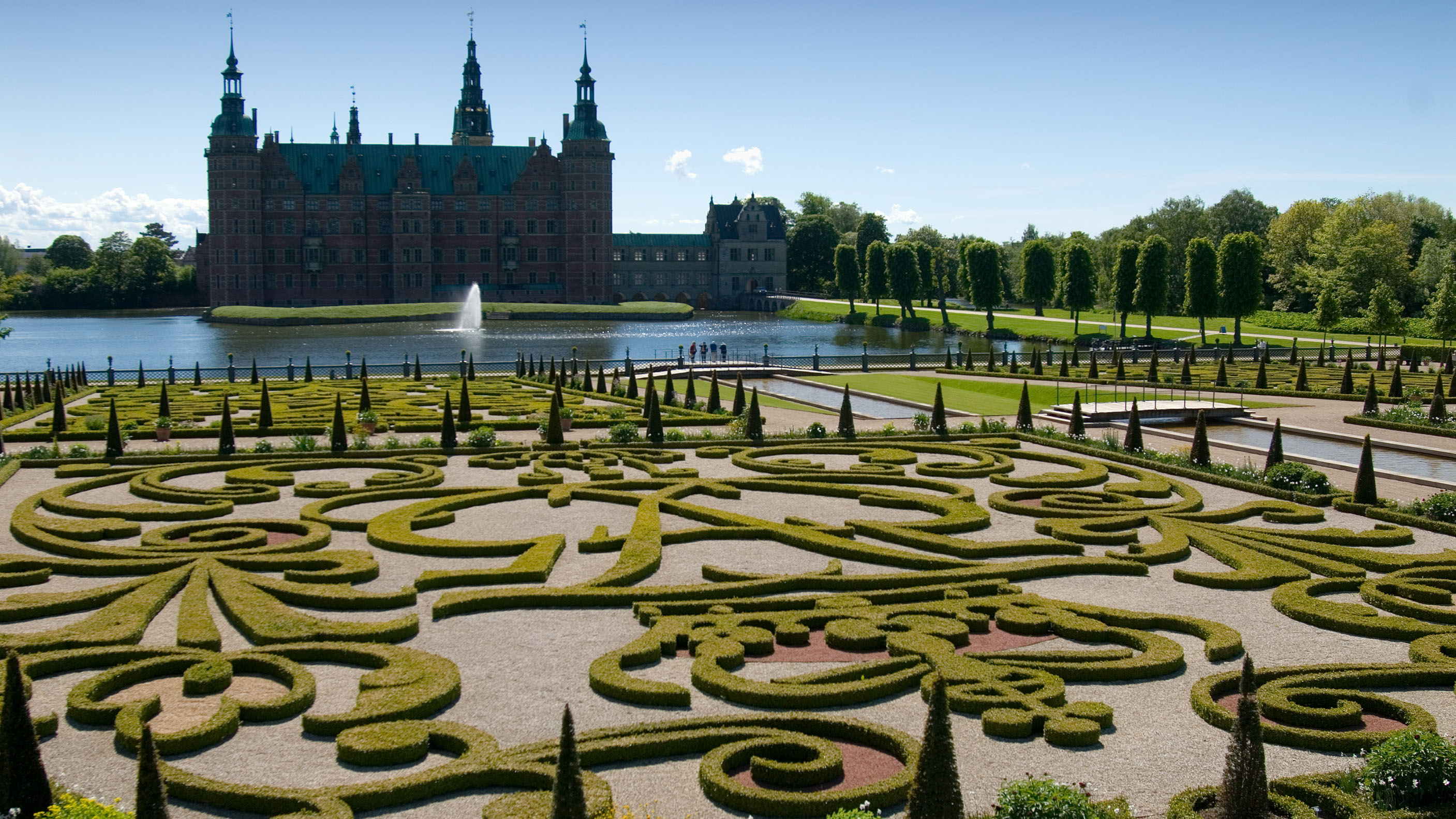 The museum of national history at frederiksborg castle copenhagen - Frederiksborg Castle Gardens