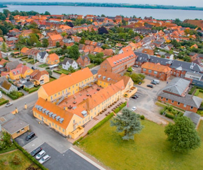 Dronefoto-fra-nord-3000x2000-Bookingcom-low