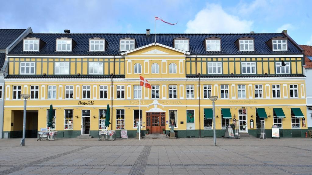 Dania facade_EDIT