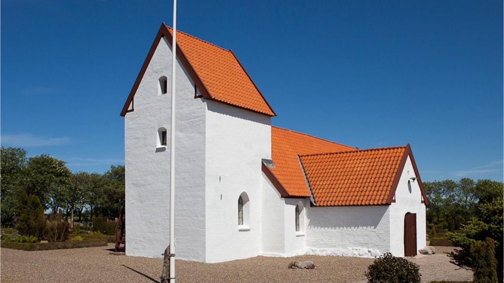 Lild Kirke - Udefra