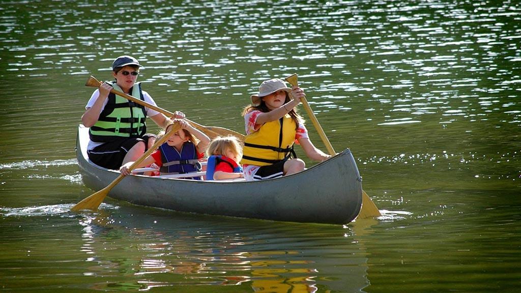 Familie i kano
