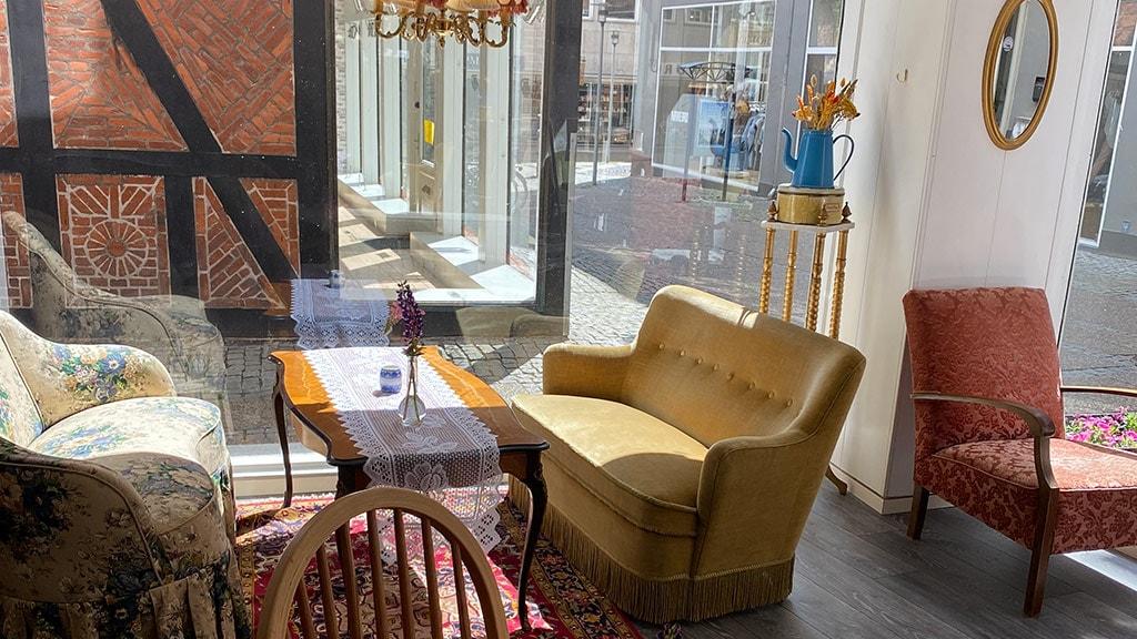 Møbler hos Fru Flora i Randers og udsigt udover gågaden