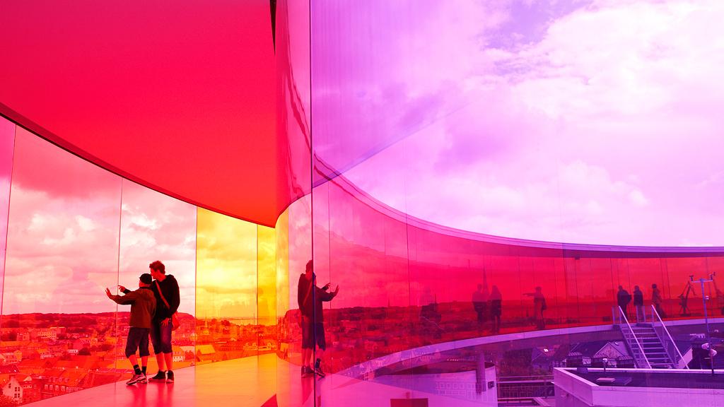 © Your rainbow panorama, Olafur Eliasson, 2006 - 2011, ARoS Aarhus Art Museum. Fotograf: Claes Bech-Poulsen, VisitDenmark